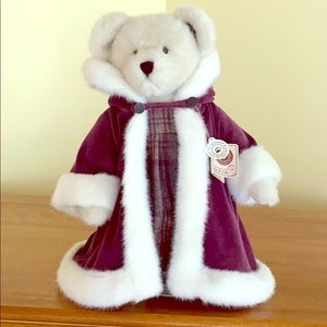 🎉HP🎉!!Boyds Bear, Best Dressed Collection wStand
